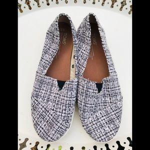 Toms women's shoes, sz 7, blk & white